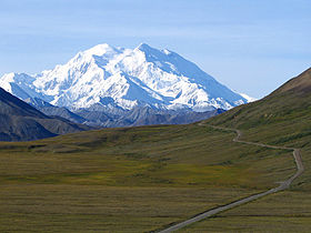 Mount McKinley and Denali National Park Road 2048px.jpg